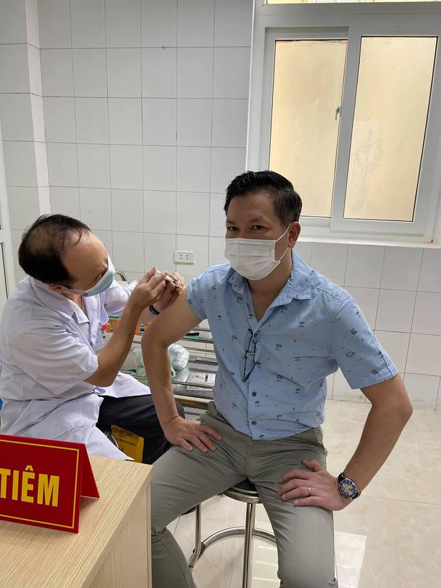 Shark Hưng tình nguyện tiêm thử nghiệm vaccine Nanocovax giai đoạn 3, khẳng định tin tưởng vào thành phẩm made in Vietnam - Ảnh 1.