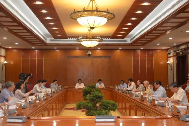 Bộ Chính trị đồng ý chủ trương hỗ trợ người lao động và người sử dụng lao động - Ảnh 2.