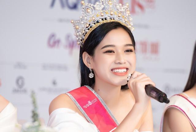 Soi điểm thi đại học của các Hoa hậu Việt Nam: Người dính nhiều tai tiếng nhất lại có thành tích vượt xa đàn em - Ảnh 1.