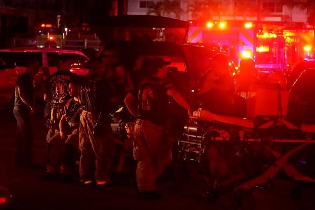 Hiện trường đổ nát vụ sập chung cư kinh hoàng ở Miami (Mỹ) - Ảnh 19.