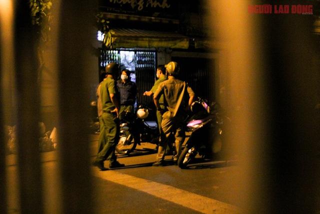 Hình ảnh nội bất xuất, ngoại bất nhập ở 6 địa điểm tại Hóc Môn đêm 25-6  - Ảnh 3.