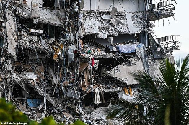 Khoảnh khắc tòa nhà 12 tầng ở Mỹ đổ sập, chớp mắt đã trở thành đống đổ nát, hồi hộp với công tác cứu hộ và lời kể của nhân chứng - Ảnh 4.