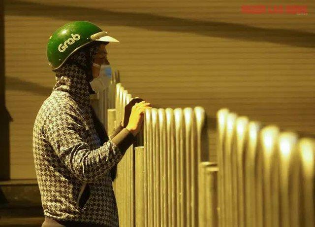 Hình ảnh nội bất xuất, ngoại bất nhập ở 6 địa điểm tại Hóc Môn đêm 25-6  - Ảnh 5.