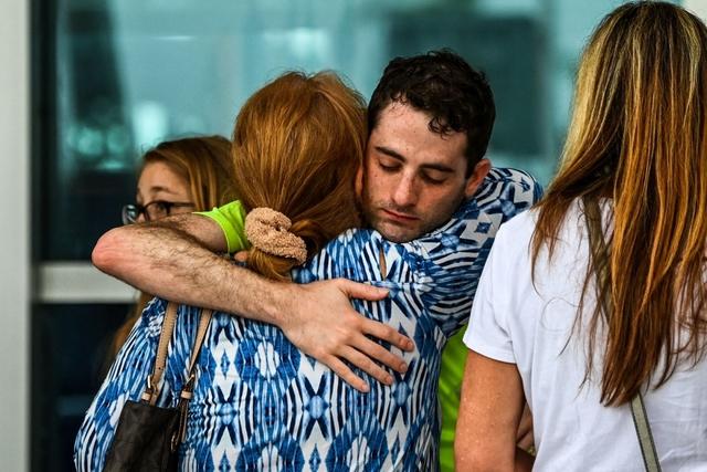 Hiện trường đổ nát vụ sập chung cư kinh hoàng ở Miami (Mỹ) - Ảnh 5.