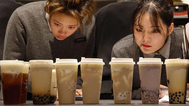 Phát hiện tấn nguyên liệu bẩn làm trà sữa: Chuyên gia nhận định có vô vàn nguy cơ tiềm ẩn, người uống cũng phải rùng mình - Ảnh 4.