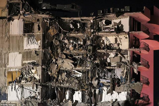 Khoảnh khắc tòa nhà 12 tầng ở Mỹ đổ sập, chớp mắt đã trở thành đống đổ nát, hồi hộp với công tác cứu hộ và lời kể của nhân chứng - Ảnh 5.