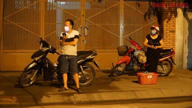 Hình ảnh nội bất xuất, ngoại bất nhập ở 6 địa điểm tại Hóc Môn đêm 25-6  - Ảnh 7.