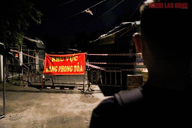 Hình ảnh nội bất xuất, ngoại bất nhập ở 6 địa điểm tại Hóc Môn đêm 25-6  - Ảnh 8.