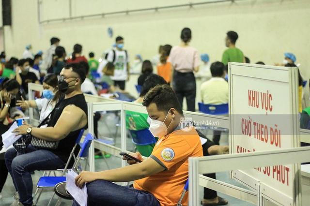 Ảnh, clip: Hơn 9.000 người tại TP HCM đến Nhà thi đấu Phú Thọ chờ tiêm vaccine Covid-19 - Ảnh 9.