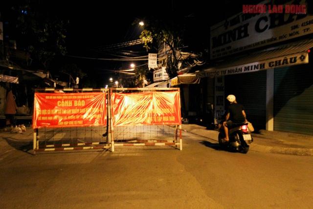 Hình ảnh nội bất xuất, ngoại bất nhập ở 6 địa điểm tại Hóc Môn đêm 25-6  - Ảnh 10.