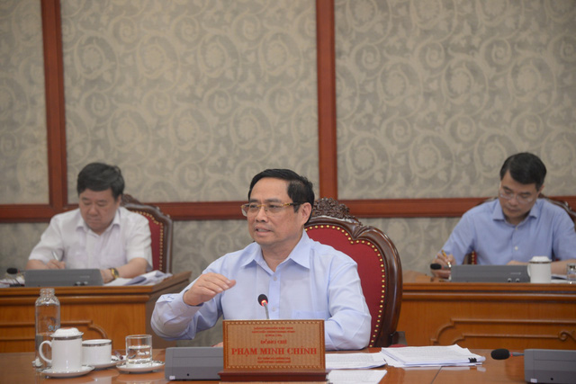 Bộ Chính trị đồng ý chủ trương hỗ trợ người lao động và người sử dụng lao động - Ảnh 1.