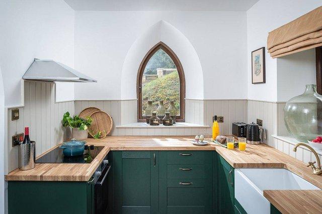 8 phong cách xịn sò cho những phòng bếp nhỏ: Mọi ngóc ngách được tận dụng triệt để, vừa đẹp vừa sang lại rất tiện  - Ảnh 8.