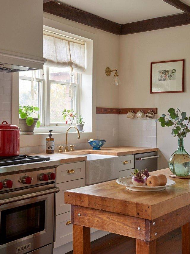 8 phong cách xịn sò cho những phòng bếp nhỏ: Mọi ngóc ngách được tận dụng triệt để, vừa đẹp vừa sang lại rất tiện  - Ảnh 2.