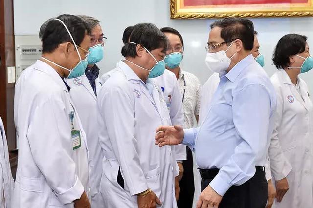 Thủ tướng Phạm Minh Chính kiểm tra công tác phòng chống dịch Covid-19 ở TP HCM  - Ảnh 2.