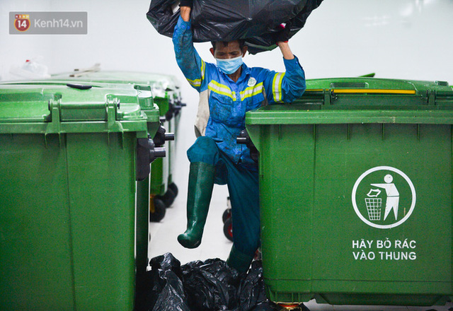 Nước mắt những công nhân thu gom rác bị nợ lương ở Hà Nội: Con nhỏ nghỉ học vì xấu hổ, người bị cụt chân mò mẫm trong rác - Ảnh 19.