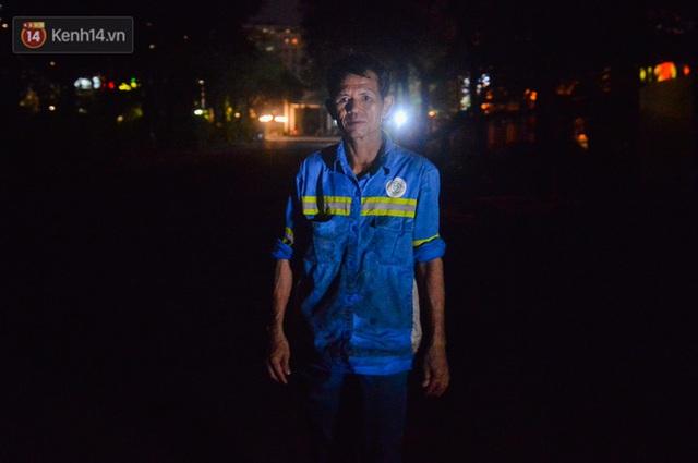 Nước mắt những công nhân thu gom rác bị nợ lương ở Hà Nội: Con nhỏ nghỉ học vì xấu hổ, người bị cụt chân mò mẫm trong rác - Ảnh 20.
