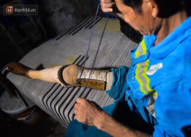 Nước mắt những công nhân thu gom rác bị nợ lương ở Hà Nội: Con nhỏ nghỉ học vì xấu hổ, người bị cụt chân mò mẫm trong rác - Ảnh 22.