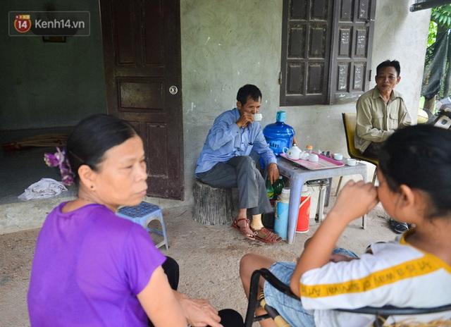 Nước mắt những công nhân thu gom rác bị nợ lương ở Hà Nội: Con nhỏ nghỉ học vì xấu hổ, người bị cụt chân mò mẫm trong rác - Ảnh 29.