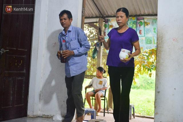 Nước mắt những công nhân thu gom rác bị nợ lương ở Hà Nội: Con nhỏ nghỉ học vì xấu hổ, người bị cụt chân mò mẫm trong rác - Ảnh 30.