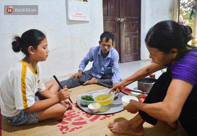 Nước mắt những công nhân thu gom rác bị nợ lương ở Hà Nội: Con nhỏ nghỉ học vì xấu hổ, người bị cụt chân mò mẫm trong rác - Ảnh 31.