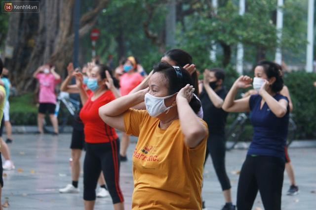 Ảnh: Người dân Thủ đô phấn khởi ra khỏi nhà từ sáng sớm để tập thể dục trở lại sau quy định mới - Ảnh 4.