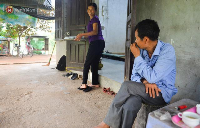 Nước mắt những công nhân thu gom rác bị nợ lương ở Hà Nội: Con nhỏ nghỉ học vì xấu hổ, người bị cụt chân mò mẫm trong rác - Ảnh 33.