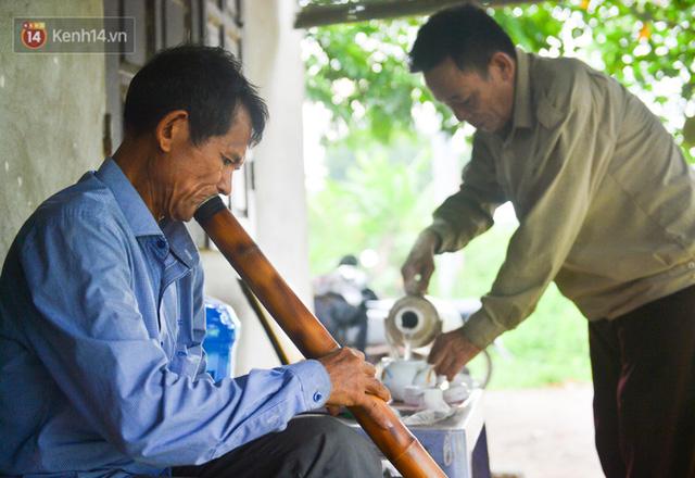 Nước mắt những công nhân thu gom rác bị nợ lương ở Hà Nội: Con nhỏ nghỉ học vì xấu hổ, người bị cụt chân mò mẫm trong rác - Ảnh 34.
