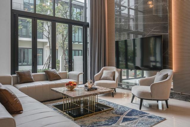 Biệt thự 4 tầng giá 25 tỷ của cặp vợ chồng Hà Nội: Nội thất toàn đồ hiệu đắt đỏ, dành hẳn 1,3 tỷ cho 1 chi tiết - Ảnh 2.