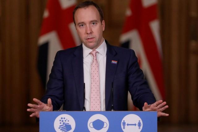 Bộ trưởng Y tế Anh trả giá đắt cho một nụ hôn  - Ảnh 1.