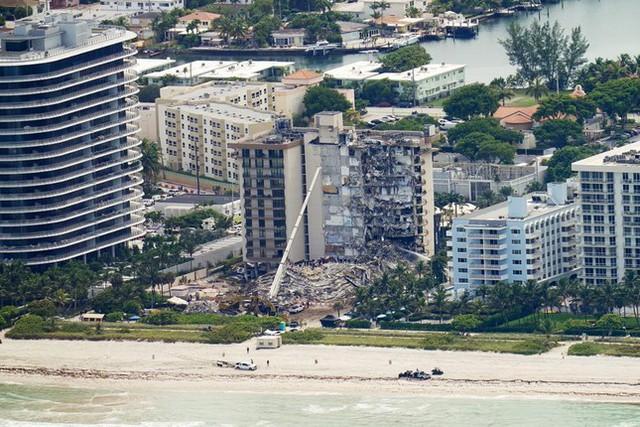 Vụ sập nhà chung cư Mỹ: Tăng số người thiệt mạng, 156 người vẫn mất tích - Ảnh 2.