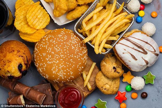 Khoa học chỉ mặt thực phẩm tàn phá làn da không thương tiếc, hóa ra là thủ phạm thường xuyên xuất hiện trong bữa ăn của nhiều người - Ảnh 1.