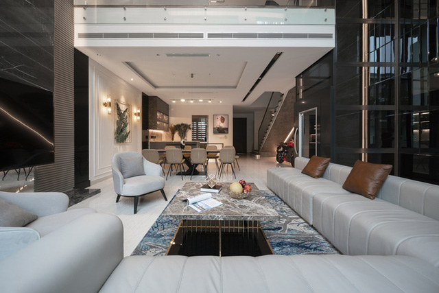 Biệt thự 4 tầng giá 25 tỷ của cặp vợ chồng Hà Nội: Nội thất toàn đồ hiệu đắt đỏ, dành hẳn 1,3 tỷ cho 1 chi tiết - Ảnh 3.