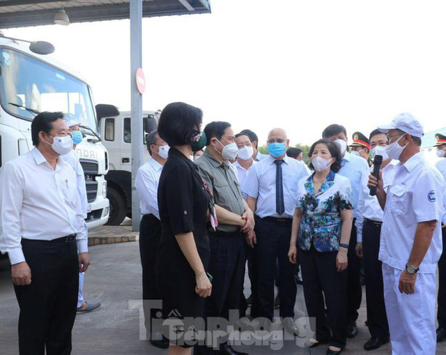 Thủ tướng: Bình Dương có thể cách ly y tế người có nguy cơ tại nhà  - Ảnh 3.