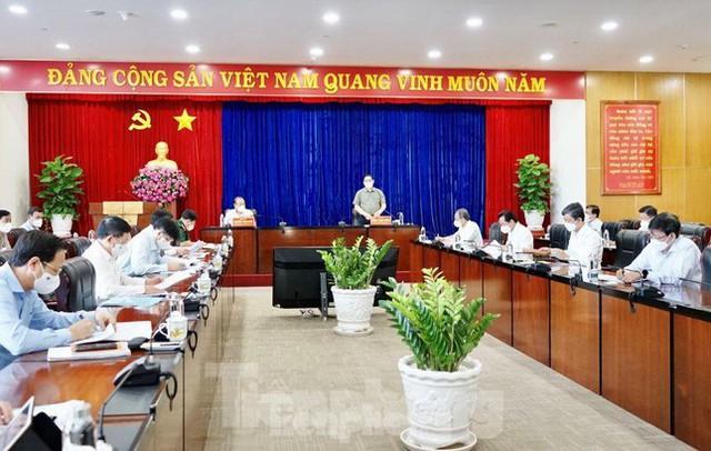 Thủ tướng: Bình Dương có thể cách ly y tế người có nguy cơ tại nhà  - Ảnh 4.