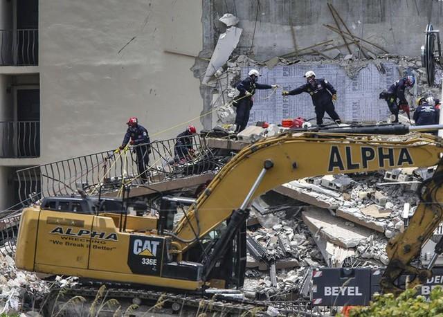 Vụ sập nhà chung cư Mỹ: Tăng số người thiệt mạng, 156 người vẫn mất tích - Ảnh 6.