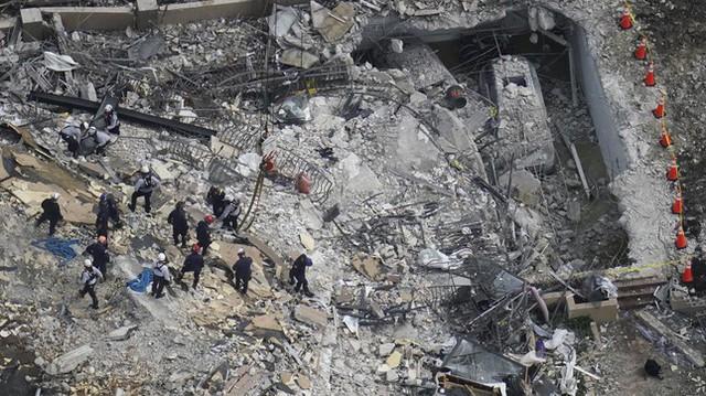 Vụ sập nhà chung cư Mỹ: Tăng số người thiệt mạng, 156 người vẫn mất tích - Ảnh 8.