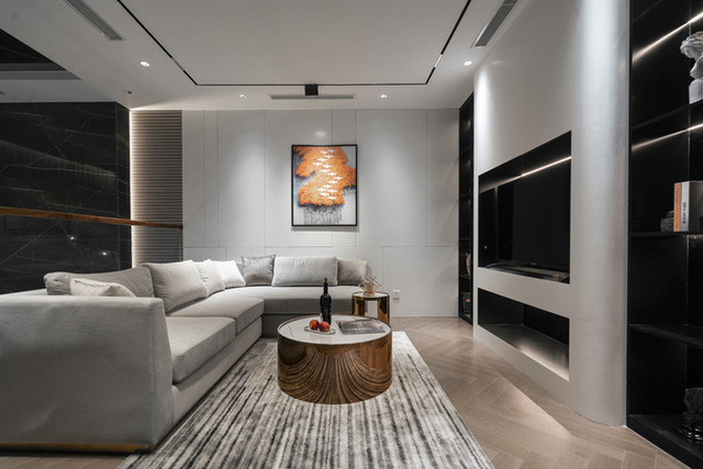 Biệt thự 4 tầng giá 25 tỷ của cặp vợ chồng Hà Nội: Nội thất toàn đồ hiệu đắt đỏ, dành hẳn 1,3 tỷ cho 1 chi tiết - Ảnh 8.