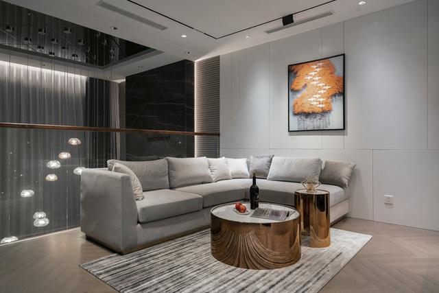 Biệt thự 4 tầng giá 25 tỷ của cặp vợ chồng Hà Nội: Nội thất toàn đồ hiệu đắt đỏ, dành hẳn 1,3 tỷ cho 1 chi tiết - Ảnh 9.
