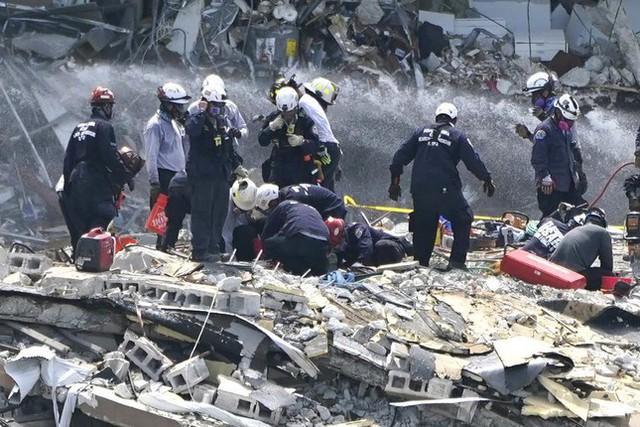 Vụ sập nhà chung cư Mỹ: Tăng số người thiệt mạng, 156 người vẫn mất tích - Ảnh 10.