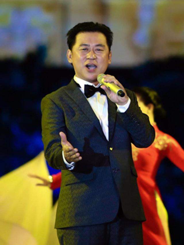 """Phó Thủ tướng Vũ Đức Đam cùng nhiều nghệ sĩ nổi tiếng góp mặt trong buổi hòa nhạc trực tuyến """"Chia sẻ để gần nhau hơn"""" - Ảnh 6."""
