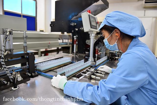 Việt Nam chuẩn bị bước vào chiến dịch tiêm chủng lớn nhất lịch sử: 150 triệu bơm kim tiêm sẽ do một thành viên thuộc T&T Group của Bầu Hiển tài trợ - Ảnh 6.