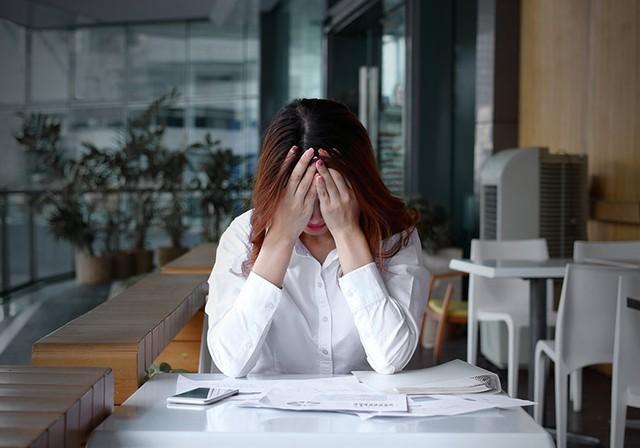 9 dấu hiệu cho thấy bạn đang gặp nguy về tiền bạc, không sửa ngay thì hậu quả khó lường - Ảnh 1.