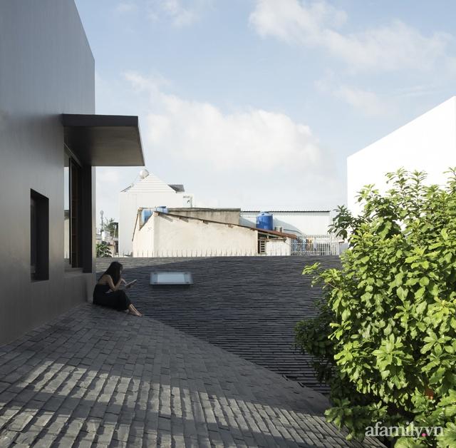 Gia đình 3 thế hệ với cuộc sống an yên trong ngôi nhà rợp mát bóng cây ở ngoại ô Sài Gòn - Ảnh 13.