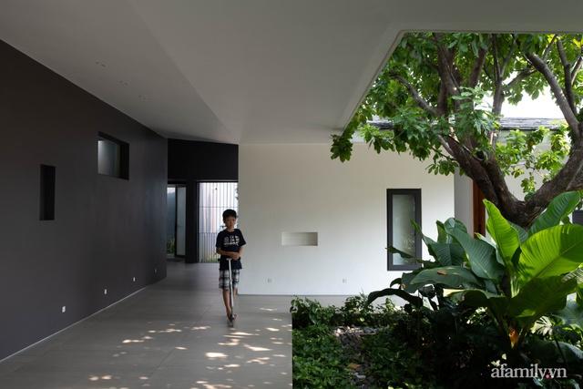 Gia đình 3 thế hệ với cuộc sống an yên trong ngôi nhà rợp mát bóng cây ở ngoại ô Sài Gòn - Ảnh 20.