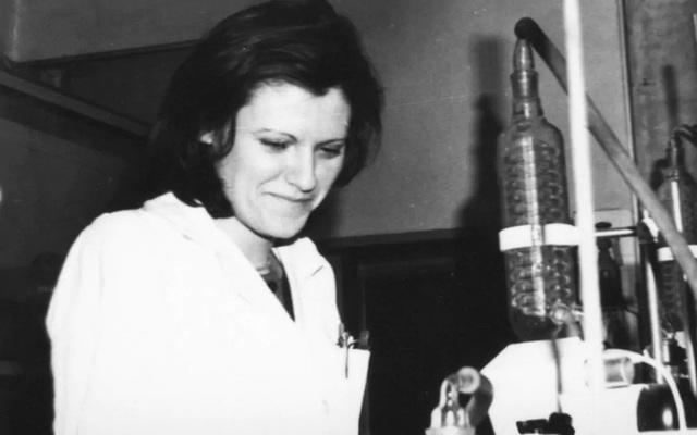 Chân dung nữ anh hùng đứng sau vaccine Covid-19 tân tiến nhất thế giới: Ngậm đắng nuốt cay 30 năm, bất chấp bệnh tật để biến ước mơ thành sự thật - Ảnh 4.