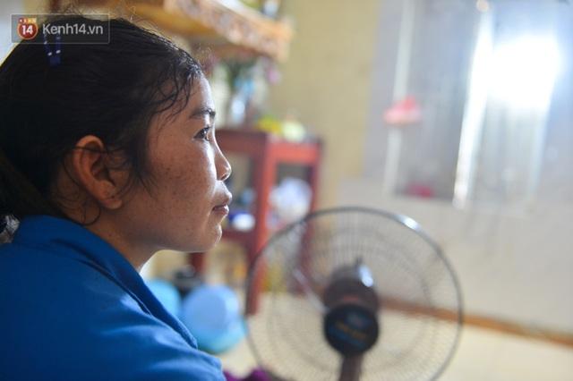 Công nhân thu gom rác bị nợ lương ở Hà Nội nghẹn ngào khi được nhiều mạnh thường quân ủng hộ: Tôi vui lắm... có hôm thức cả đêm ở lều vì sợ mất tiền - Ảnh 6.