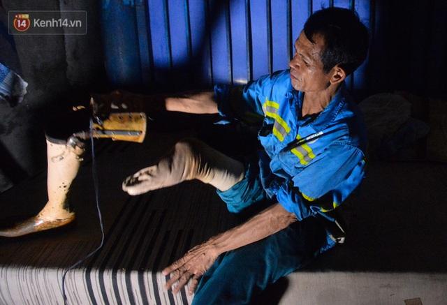 Công nhân thu gom rác bị nợ lương ở Hà Nội nghẹn ngào khi được nhiều mạnh thường quân ủng hộ: Tôi vui lắm... có hôm thức cả đêm ở lều vì sợ mất tiền - Ảnh 8.