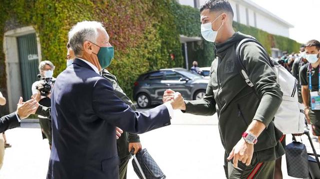 Tổng thống Bồ Đào Nha có mặt, trực tiếp gửi lời động viên trong ngày Ronaldo và các đồng đội về nước - Ảnh 2.