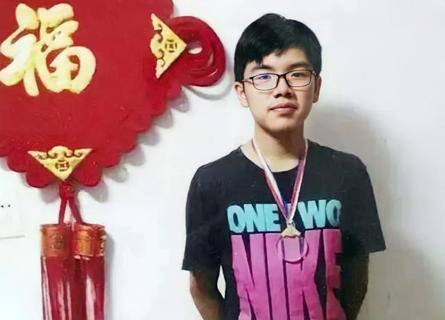 Chân dung nam sinh từng khiến trường Harvard Trung Quốc không ngần ngại hạ ngay 200 điểm để trải thảm mời nhập học - Ảnh 1.