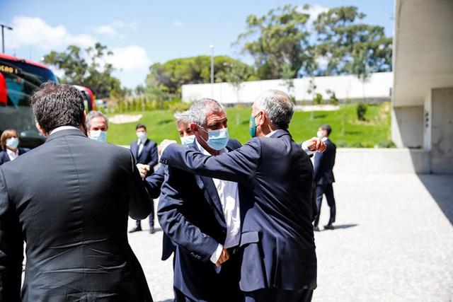 Tổng thống Bồ Đào Nha có mặt, trực tiếp gửi lời động viên trong ngày Ronaldo và các đồng đội về nước - Ảnh 3.